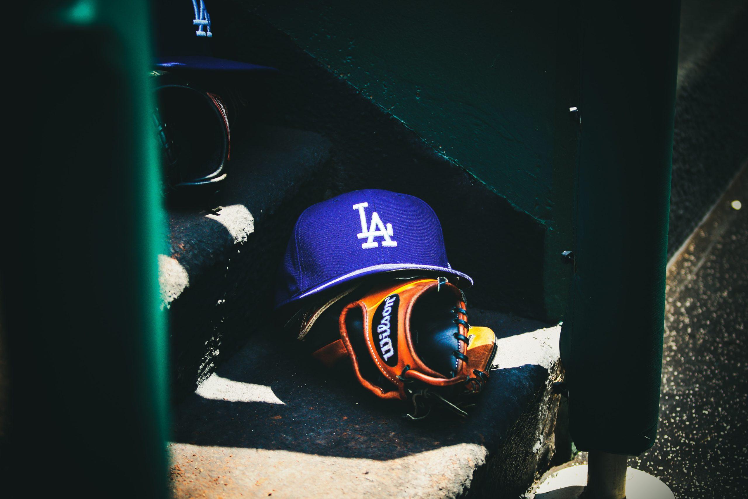 野球グローブと帽子
